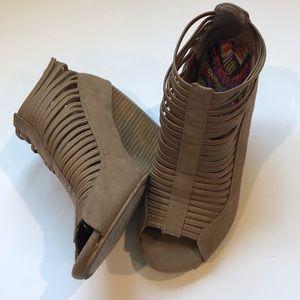 EUC Rampage Jonalee wedge shoes peep toe 8